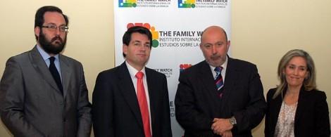En la imagen, Gonzalo González,responsable técnico del estudio; José Miguel Abat, director de la Fundación Madrid Vivo; Ignacio Socías, director general de TFW; y María José Olesti, vicepresidenta de TFW.